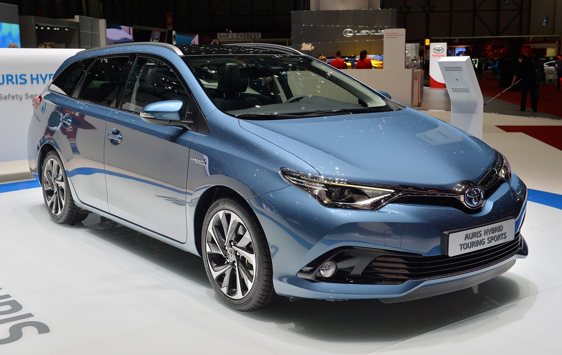 toyota auris hybrid. Black Bedroom Furniture Sets. Home Design Ideas